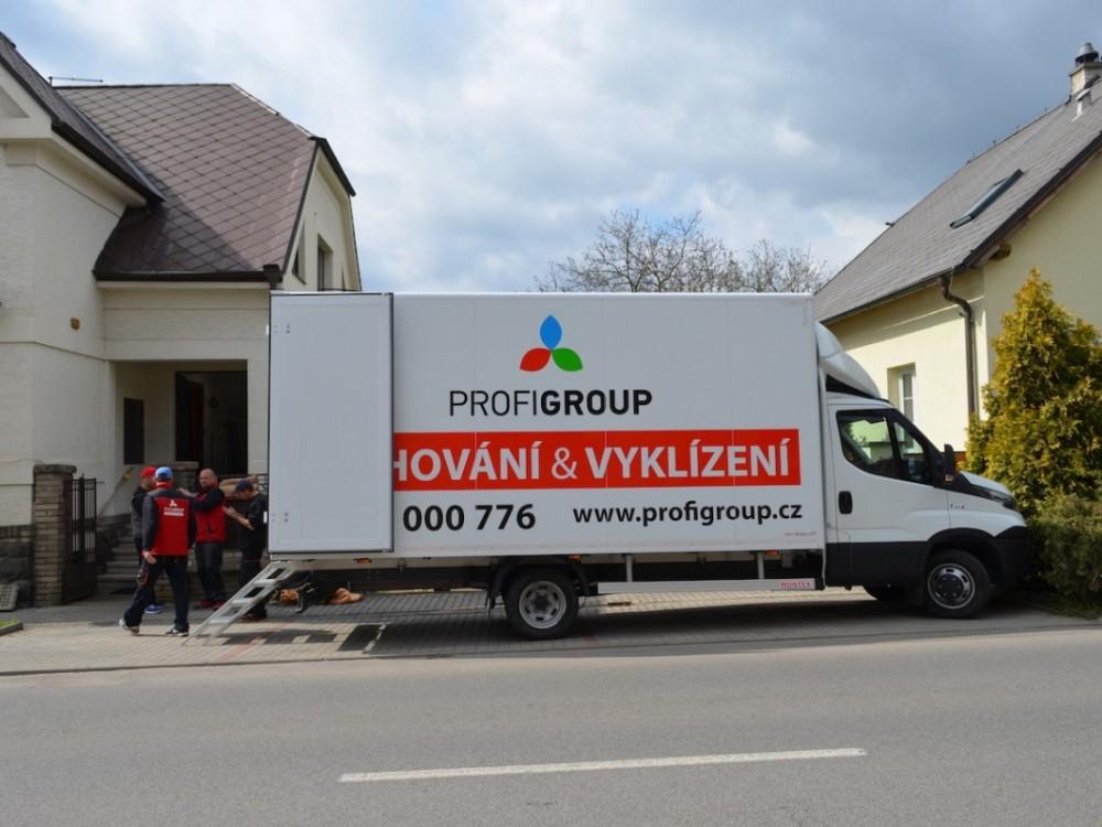 Vyklízení sklepů - stěhovací vůz